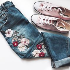 Zara floral embroidered jeans and Pink converse sneakers outfit NEED EMBROIDERED JEANS