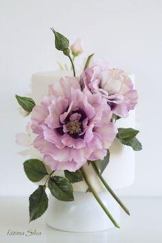 Purple Wedding Cakes, Wedding Cakes With Flowers, Flower Cakes, Gold Wedding, Silk Flowers, Paper Flowers, Sugar Paste Flowers, Hand Painted Cakes, Ceramic Flowers