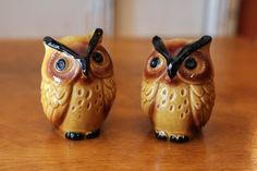 Check out this item in my Etsy shop https://www.etsy.com/listing/511437785/vintage-owl-salt-and-pepper-shakers