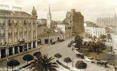 Largo do Paissandú - em direção à atual rua Antonio de Godoy. À esquerda o Hotel Suisso e no centro a torre da Igreja Evangélica Luterana de São Paulo, na Avenida Rio Branco. Década de 20.