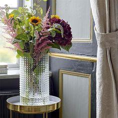 40 Cozy Scandinavian Home Decoration Ideas For Spring And Summer Vases En Verre Transparent, Clear Glass Vases, Glass Table, Design Shop, Bathroom Interior Design, Interior Decorating, Mural Floral, Grand Vase En Verre, Vase Deco