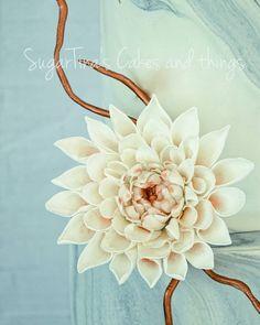 #dahlia #sugarpaste #sugarflower #sugartinascakesandthings #wedding #weddingcake #weddingflower #cooper Sugar Paste, Sugar Flowers, Dahlia, Wedding Cakes, Wedding Flowers, Wreaths, Candy, Instagram, Decor