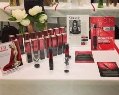 The Anew Reversalist Infinite Effects is a first rotational anti-wrinkle cream that works into the skin overnight to reduce the appearance of wrinkles over time. Will you integrate it into your skincare routine? High Pigment Eyeshadow, Bronze Eyeshadow, Best Serum, Dark Circles Under Eyes, Bronze Skin, Cream Concealer, Lip Oil, Avon Online, Gel Liner