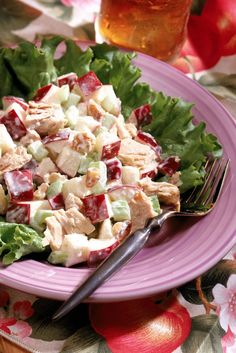 A Meal Plan Day Lunch – To make a chicken salad, toss 4 ounces shredded skinless roast chicken breast with cup sliced red grapes, 1 tablespoon slivered almonds, 1 tablespoon light mayonnaise and 1 tablespoon fat-free sour cream. Low Calorie Lunches, 200 Calorie Meals, Chicken Curry Salad, Chicken Salad Recipes, Healthy Chicken, Lunch Recipes, Diet Recipes, Healthy Recipes, Lunch Meals