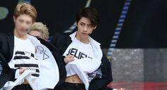 😥😥😥😥😥😥 Dat piece of Wei's stomach doe!!!! 😭😭😭😭😭😭😭😭😭😭😭😭😭😭😭😭😭😭😭😭😭😭  { #Wei #LeeSungJun #UP10TION #U10T #Honey10 #TOPMedia #Kpop }