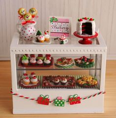 Its the Little Things  //  Mini Christmas Bakery in Red and Green