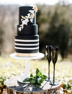 Black, white + gold wedding cake
