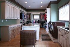 Que tal ter uma lavanderia dentro do closet?