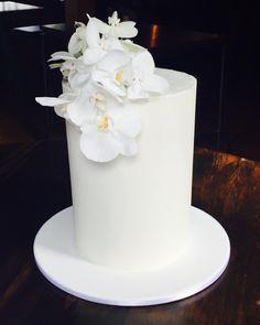 "Classic wedding cake with a modern edge from Cakes Of Wanaka (@cakesofwanaka) on Instagram: ""2 words! Simple and styley! #weddingcakewanaka #whiteweddingcake"