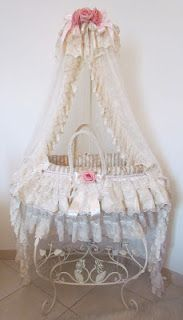 I ADORE this gorgeous baby bassinet!!!!