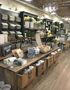 My Trip To Magnolia Market & Things to Know if You Visit – rustic home interior Magnolia Market, Magnolia Homes, Magnolia Farms, Magnolia Store Waco, Magnolia Kitchen, Magnolia Home Decor, Magnolia Table, Vintage Home Decor, Diy Home Decor