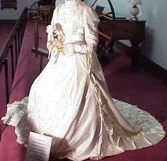 Replica of second inaugural gown worn by Ida McKinley. White satin with pearls and sequins. McKinley Birthplace Home Research Center Fashion Artwork, Vintage Outfits, Vintage Clothing, Online Collections, White Satin, Historical Costume, Historical Clothing, Royal Fashion, Beautiful Gowns
