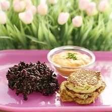 Kikärtsbiffar med zucchini och Ajvarröra - Recept - Tasteline.com