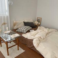 Room Design Bedroom, Room Ideas Bedroom, Home Room Design, Bedroom Decor, Rearrange Room, Study Room Decor, Cute Room Ideas, Indie Room, Cozy Room