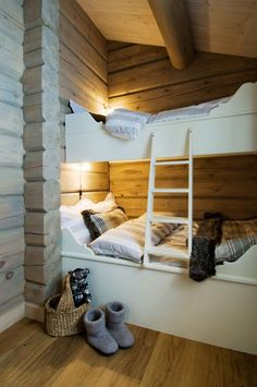 95 Excellent Cabin Style Decoration Ideas - Home Page Cabin Bunk Beds, Bunk Beds With Stairs, Cool Bunk Beds, Kids Bunk Beds, Room Interior Design, Living Room Interior, Loft Spaces, Small Spaces, Modern Bunk Beds