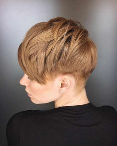 If you like short hair, please try pixie haircuts., we hope the 30 newest pixie haircuts ideas will give you a fresh perspective and make your hairstyle look stylish. The New Pixie Haircut Ideas Make You Fashion style In Fall ; Latest Short Hairstyles, Short Hairstyles For Thick Hair, Haircuts For Fine Hair, Haircut For Thick Hair, Wedding Hairstyles For Long Hair, Short Hair Cuts, Short Hair Styles, Curly Short, Short Wigs