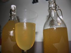 Quick & Cheap DIY Mead Brewing For The Colder Months — This is a really cool project. A few months ago I posted How To Make Mead (Honey Wine) and that went down really well, a lot of you commented how yummy and easy it is to make. Mead Wine, How To Make Mead, Mead Recipe, Honey Wine, Homemade Alcohol, Survival Prepping, Emergency Preparedness, Survival Skills, Home Brewing