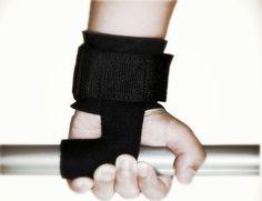Safir Fitnessin Pro-Fit Series veroremmit soveltuvat jokaisen treenaajan vakiovarusteisiin! Voit hyödyntää vetoremmejä esimerkiksi vetoliikkeissä.  Vaikutus kohdistuu tehokkaasti juuri oikeaan lihakseen sen sijaan, että jännittäisit käden lihaksia pitääksesi tangosta kiinni. 💪🏻  Nyt verkkokaupastamme 29,90€ joululahjaksi pukinkonttiin! ✨