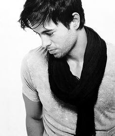 Enrique Iglesias ❤ I love your eyelashes Enrique!