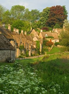 Wouldn't you love to be waking up on Awkward Hill in the village of Bibury in the Cotswolds this morning? I can't think of any place I'd rather be, can you? via