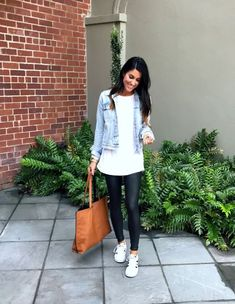 Take a look at the best faux leather leggings outfit in the photos below and get ideas for your outfits! This leather leggings outfit is so cute for fall or winter! Casual Leggings Outfit, Legging Outfits, Leather Leggings Casual, Spanx Faux Leather Leggings, Leder Outfits, Sporty Outfits, Black Leggings, Tribal Leggings, Leather Skirts