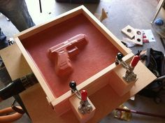 Vacuum Press - Homemade vacuum press utilized for forming Kydex holsters. Constructed from wood, pegboard, toggle clamps, weather stripping, and silicone sheet. Leather Projects, Wood Projects, Projects To Try, Cool Tools, Diy Tools, Woodworking Jigs, Woodworking Projects, Kydex Holster, Homemade Tools