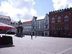 Rathausplatz Esbjerg / Dänemark #dänemark #denmark #reisen #travel #esbjerg #rathausplatz #danskebank #amazing #statue