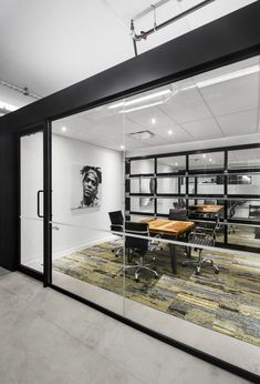 Camden Offices by Inside Studio, Montreal – Canada Office Chairs Canada, Industrial Office Design, Shop Interior Design, Retail Design, Small Room Design, Design Furniture, Office Interiors, Small Spaces, Camden