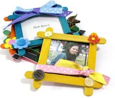 I want to share to you these popsicle projects I made last week. I have finished five mini photo frames from colored popsicle sticks. Kids Crafts, Summer Crafts, Preschool Crafts, Craft Projects, Arts And Crafts, Craft Ideas, Popsicle Crafts, Craft Stick Crafts, Popsicle Stick Crafts For Adults