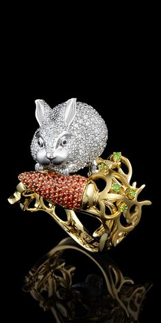 Mundo animal  Amarelo e ouro branco 750, diamantes, diamantes negros, safiras laranja, demantoids.