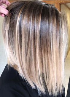 Pin by melanie pena on hair in 2019 hair styles, balayage hair, hair color. Straight Hair Highlights, Balayage Straight Hair, Hair Color Highlights, Ombre Hair Color, Hair Color Balayage, Hair Colors, Balyage Short Hair, Blonde Balayage Bob, Balayage On Short Hair