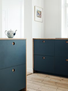 Reform's Basis kitchen design in linoleum in color 'Smokey Blue' with natural oak handles and edges. It's an IKEA hack. #reformcph #ikeahack