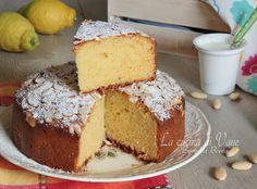Torta mandorle e yogurt senza burro profumata al limone, soffice, golosa e buonissima per tutta la famiglia da mangiare a merenda o a colazione