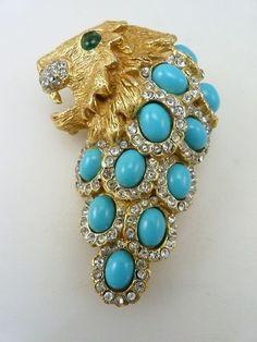 vintage ken Lane. Cat Jewelry, Jewelry Art, Fashion Jewelry, Jewelry Design, Vintage Costume Jewelry, Vintage Costumes, Vintage Jewelry, Faux Pearl Necklace, Lion