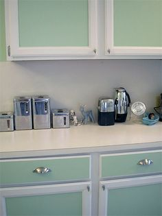 Oltre 1000 idee su dipingere i mobili della cucina su - Dipingere mobili cucina vecchia ...
