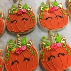 unicorn pumpkin cookies for Halloween Halloween Cookies Decorated, Halloween Sugar Cookies, Halloween Cakes, Halloween Treats, Decorated Pumpkin Cookies, Halloween Halloween, Royal Icing Cookies, Cupcake Cookies, Iced Cookies