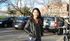 Laura est venue juste après le bac, pour améliorer son niveau en anglais, en parallèle, elle a un job de tuteur en français.