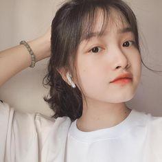 Girl Korea, Girl Short Hair, Ulzzang Girl, Cute Girls, Short Hair Styles, Girly, Hairstyle, Style Inspiration, Pretty