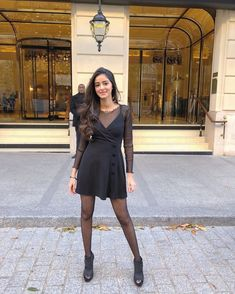 Gorgeous Ananya Pandey Looks Super Sexy in Black Dress and Tara Sutaria HD Images Bollywood Actress of Student of the Year 2 Bollywood Girls, Bollywood Stars, Bollywood Celebrities, Bollywood Actress, Bollywood Wedding, Bollywood Photos, Tamil Actress, Bollywood Fashion, Bikini Pictures