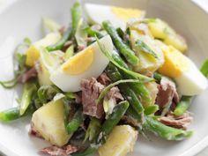 Potato, tuna and egg salad German Potato Salad Hot, Potato Salad With Egg, Egg Salad, Tuna Salad, Easy Salad Recipes, Easy Salads, Easy Meals, Healthy Recipes, Weekly Recipes