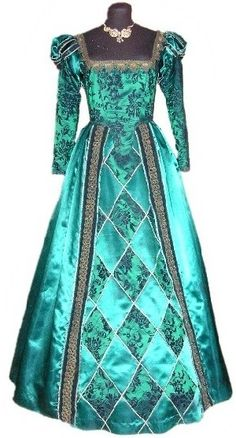 1500's dress....I wish we still dressed this way. It would be so much fun! :-)