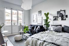White Studio Apartment, Minimalist Studio Apartment, Small Apartment Furniture, Studio Apartment Decorating, Apartment Design, Cozy Apartment, Apartment Ideas, Minimalist Dorm, Student Apartment