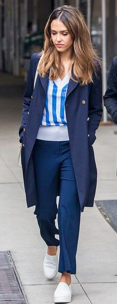 ♥ Pinterest: DEBORAHPRAHA ♥ Jessica alba in new york city wearing all navy - street style