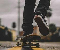 Learn to skateboard Skateboard Photos, Skate Photos, Skateboard Girl, Urbane Fotografie, Digital Foto, Skater Boys, Skate Surf, Longboarding, Skateboards