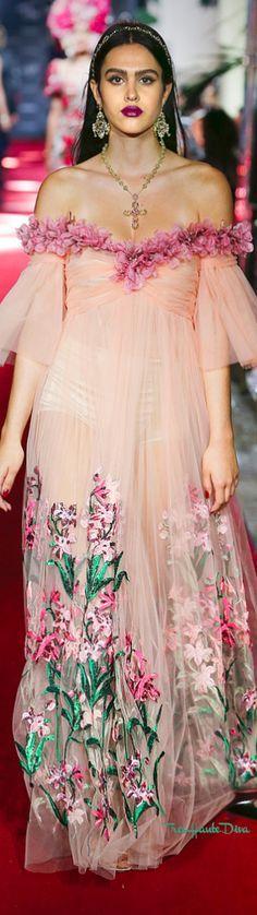 Dolce & Gabbana Spring 2018 RTW #TheSecretShow #eveninggown