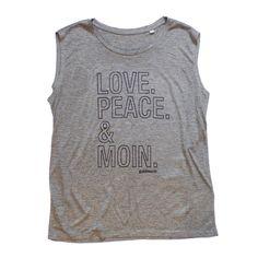 """Das luftige, ärmellose goldmarie Yoga Top ist aus Baumwolle gefertigt und mit """"LOVE PEACE MOIN"""" - Motiv (Print, Farbe: schwarz mit Glitzer). Das Oberteil ist mit einem Rundhalsausschnitt designed und kann nach Bedarf auch als cooles Streetwear Shirt gestylt werden.  Material: 100% Baumwolle"""