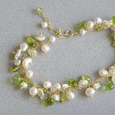 Cluster bracelet with peridot fresh water от FridaHandmadeJewelry