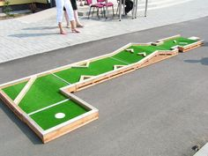 Want to play Mini Golf? Interchangeable Mini Golf – always diff… - Deportes Backyard Games, Outdoor Games, Lawn Games, Outdoor Fun, Mini Golf Games, Backyard Putting Green, Putt Putt Golf, Golf Card Game, Dubai Golf