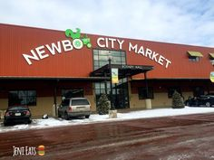 Blogger @JeniEats visits Cedar Rapids and stops at NewBo City Market and Prairiewoods.