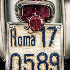 Vespa a Roma Italian Life, Italian Romance, Italian Villa, Italian Style, Vespa Lambretta, Piaggio Vespa, Vespa Scooters, Roman Holiday, Visit Italy
